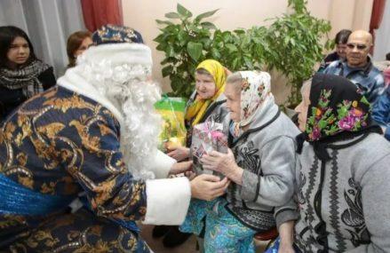 В Москве стартовала акция по сбору новогодних подарков для бабушек и дедушек из домов престарелых