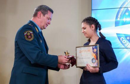 Школьнице из Новокосина вручили медаль МЧС России «За отвагу на пожаре»