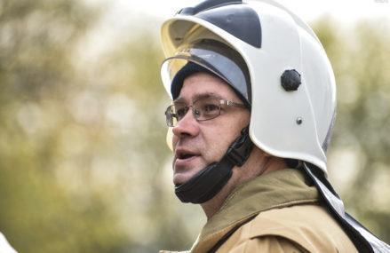 Московские спасатели вынесли из огня двух человек