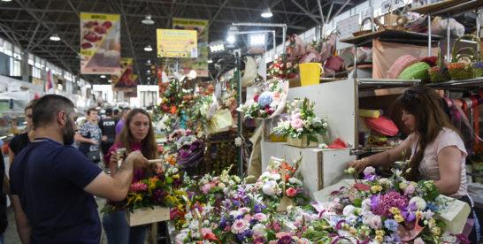 Подарки для врачей и учителей в России хотят ограничить цветами и канцелярскими товарами
