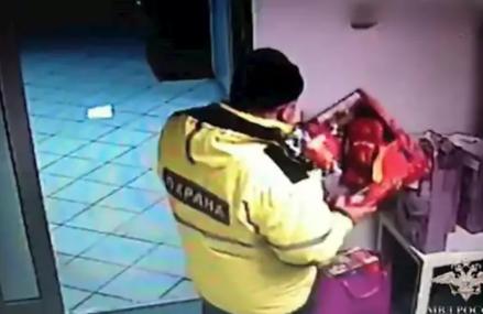 В ВАО завели дело на охранников, похитивших игрушки у тяжелобольных детей
