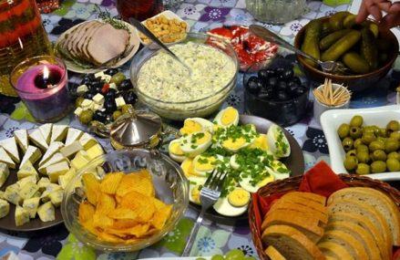Как празднуют Старый Новый год в разных странах: необычные обряды и праздничный стол