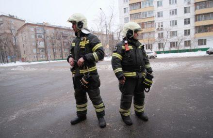Спасатели вынесли четырех детей из пожара на востоке Москвы