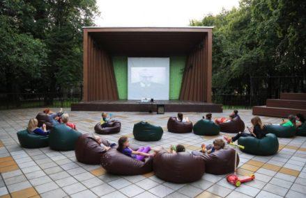 В ВАО появился кинотеатр под открытым небом