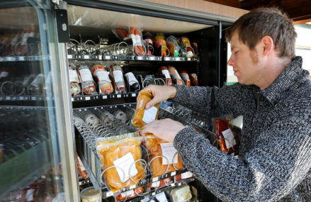 Отравившихся едой из автоматов в Москве стало больше 50