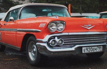 Любимая машина Элвиса Пресли: что еще посмотреть на выставке ретроавтомобилей в Парке Горького