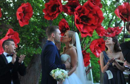 Свадьбы в парках Москвы: В «Царицыно» — в костюмах времён Екатерины, в Измайлово — на колесе обозрения