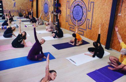 Всесезонные практики: круглогодичные студии йоги в парках