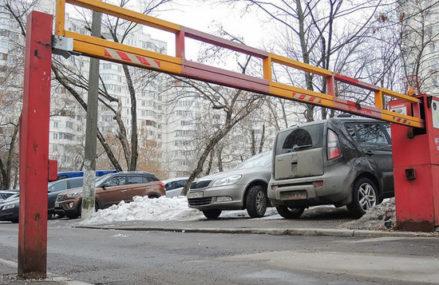 В Новокосино появились умные шлагбаумы: пускают «скорую» и полицию
