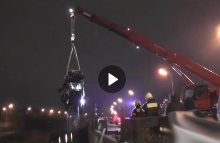 Автомобиль упал в реку на востоке Москве