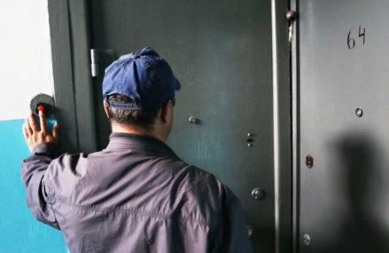 Приезжий под видом электрика проникал в квартиры и обворовывал москвичей