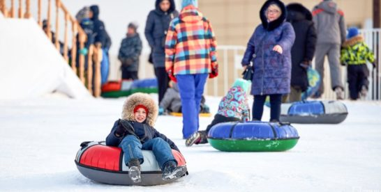 Снежно-ледяная горка открылась в парке «Сокольники»
