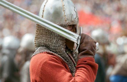 Богатыри, лучный тир и военные награды: как на ВДНХ отметят День защитника Отечества