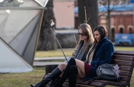Начались длинные выходные. Москвичи решили, что это каникулы — отправились жарить шашлыки и балдеть в парках