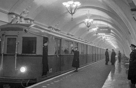 Предшественники «Москвы»: какими были первые поезда в метро