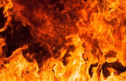 Трех человек задержали за поджог машины на востоке Москвы