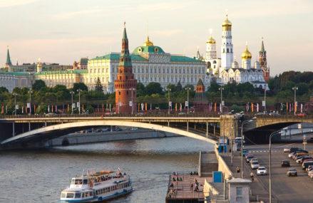 А знаете ли вы, что в Москве XVIII–XIX веков бытовала присказка «дороже Каменного моста»?