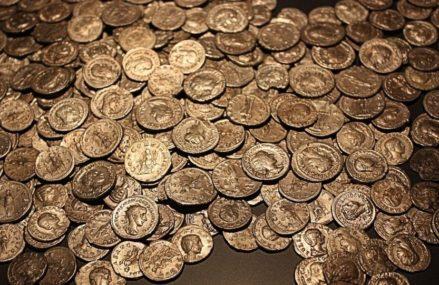 Монеты Золотой Орды и украшение с восточным орнаментом обнаружили археологи в Москве