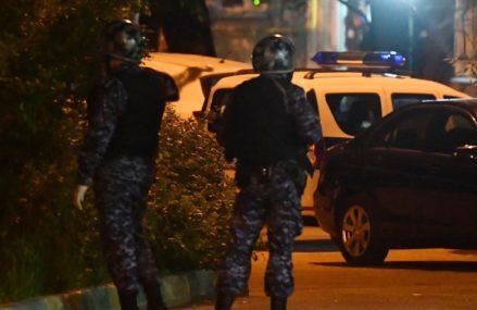 Полиция проверит инцидент на востоке Москвы, где мужчина стрелял с балкона из автомата