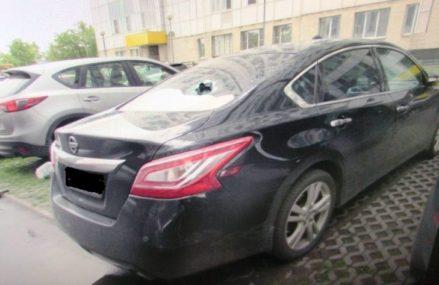 Выброшенный из окна пакет с мусором повредил две машины в ВАО