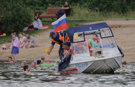 Сотрудники поиского-спасательного отряда вытащили тонущего мужчину из Терлецкого пруда