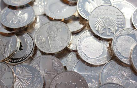 Коллекционные монеты и валюту украли у пенсионерки из ВАО