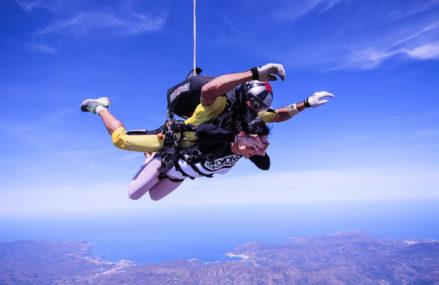 Свободное падение: прыжки с парашютом, полеты в аэротрубе и роупджампинг