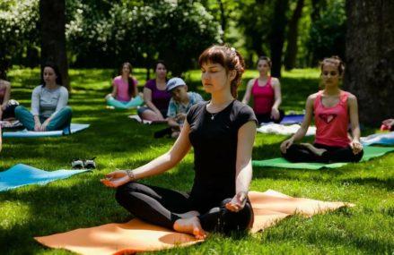 С 1 июля стартует проект «Йога в парках»
