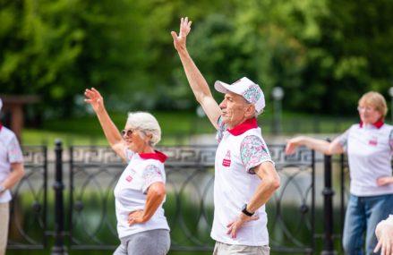 В парках возобновляются занятия по программе «Московское долголетие».