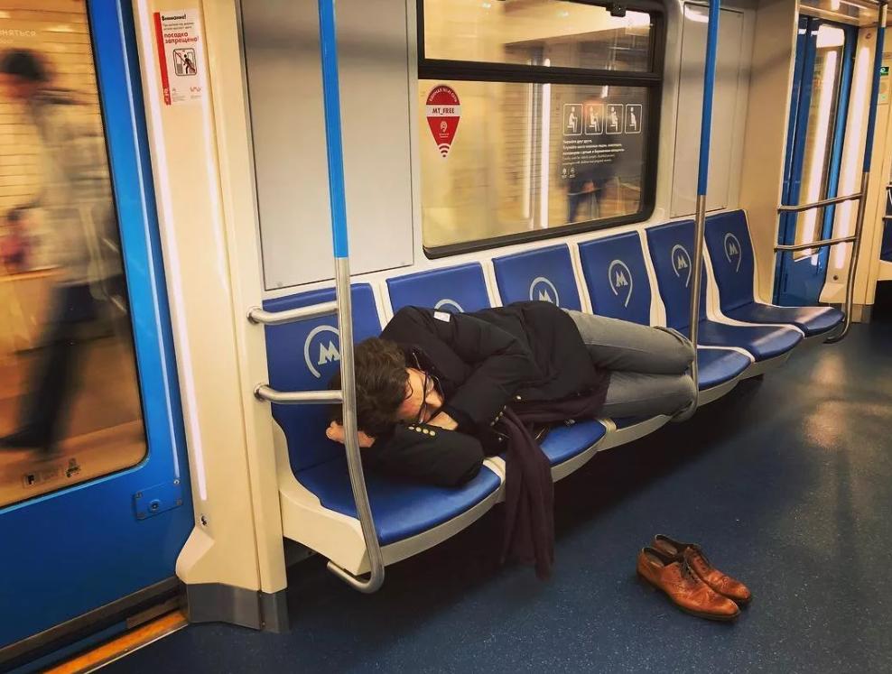 Заснул в метро Москва