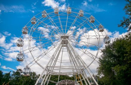 В парке Сокольники запущен аттракцион «Колесо обозрения».