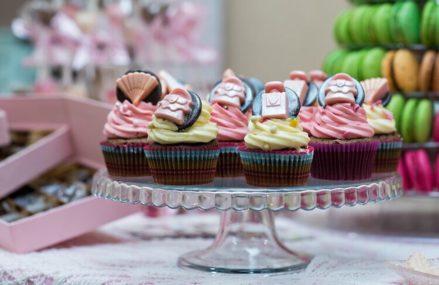 Кейк‑попсы, тарты и трюфеля: где попробовать необычные десерты в Московском регионе