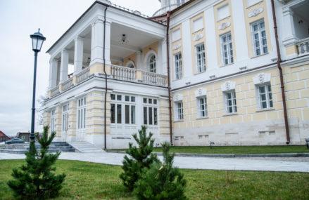 В Москве бережно сохраняют и восстанавливают старинные усадьбы, постройки эпохи конструктивизма, скульптуры