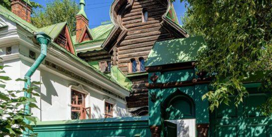 За Садовым кольцом в тихом тенистом переулке расположен «Теремок»