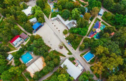 Территория парка «Северное Тушино» пролегает вдоль живописного Химкинского водохранилища. Здесь каждый найдет занятие по душе.