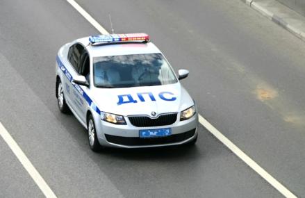 На востоке Москвы молодой человек без водительских прав пытался скрыться от полиции на каршеринговом автомобиле