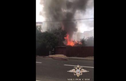 Полицейские спасли жильцов дома на востоке Москвы, где произошел пожар