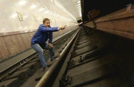 Что делать, если вы упали на рельсы в метро: пошаговая инструкция