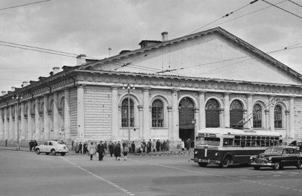 До 1957 года здание Манежа практически не использовалось как выставочное пространство.