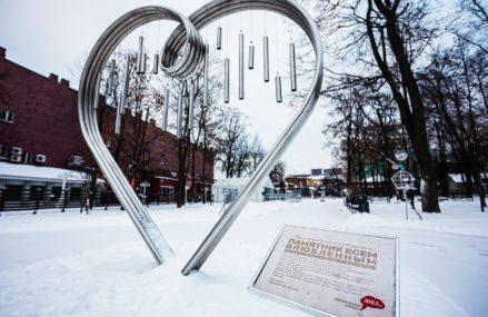 Памятник всем влюбленным был установлен в саду «Эрмитаж»