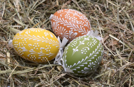 Как красиво покрасить яйца к Пасхе: 7 оригинальных способов