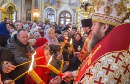 В 15 московских храмах будут раздавать благодатный огонь
