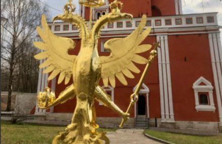Двуглавый орел вернулся на Мостовую башню в Измайлово после реставрации