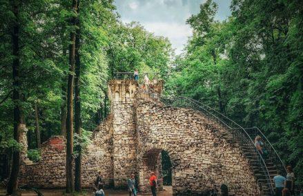 Башня-руина – одно из самых таинственных и романтических сооружений музея-заповедника «Царицыно»