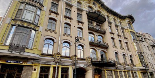 Один из самых красивых и стильных домов на Пречистенке – доходный дом И.П. Исакова.